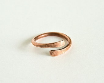 Copper Wire Ring Adjustable Overlapping Ring Copper Wire Antiqued Copper Nominal US Size 5 1/2 UK Size 'L'