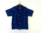 60's TAPA HAWAIIAN SHIRT - Tiki Style / Light and Dark Blue Combo / Gold Crest of Arms Buttons / Made in Hawaii / Size M