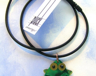 Pluck Frog Necklace