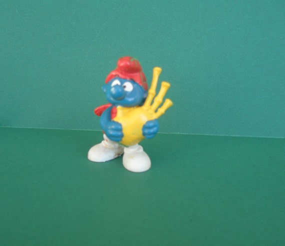 SALE-Vintage 1978 Scottish Bagpipe Smurf, original Smurf, collectible, 20% off Smurfs, coupon code 20OFFSMURFS
