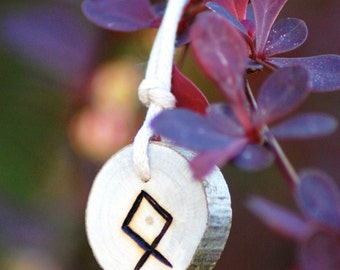 Birth Rune Pendant 'Othala' 29th May to 14th June.