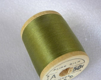 Antique 1930's Belding Corticelli Pure Silk Hand Sewing Embroidery Thread 100 Yd. Wooden spool Shade 9550 Jade Green