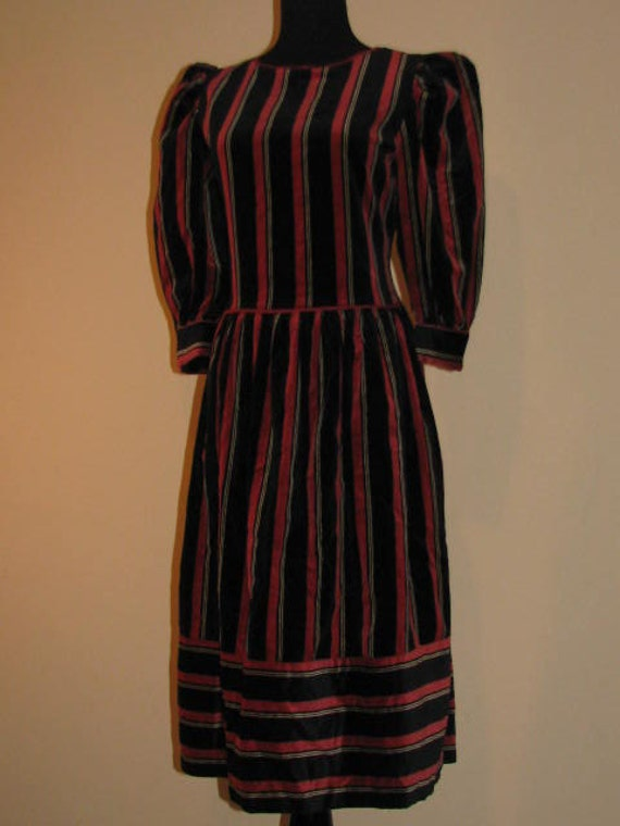 Jackie Bernard for EKLEKTIC // Striped Fall Midi Dress Size 12 Red Black 70's Hipster RETRO Puffed Shoulders Rich Traditional