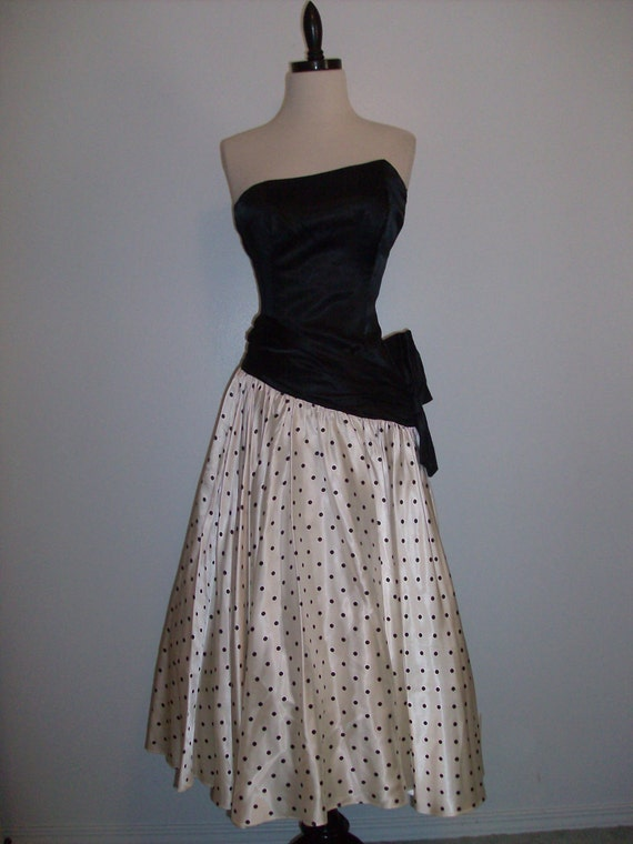 Vintage 1980s Prom Party cocktail dress strapless asymmetric neckline Wow black and white