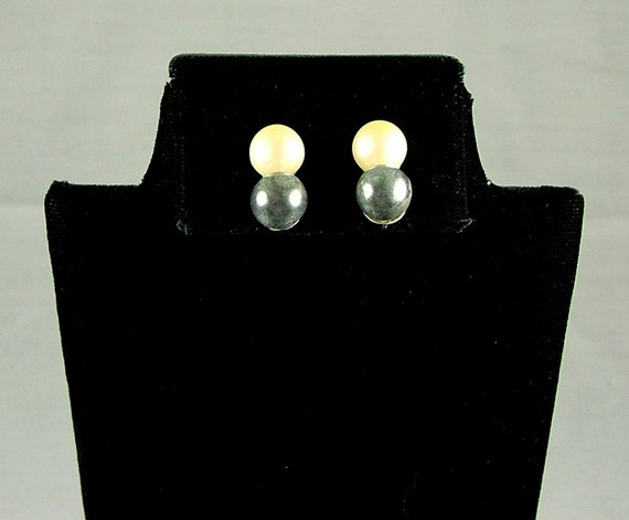Vintage Double Faux Pearl Clip On Earrings Gray White JAPAN