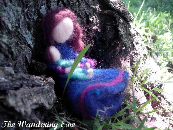 Mother and Child Needle Felted Dolls- Waldorf Inspired Play or Decoration- Pipe Cleaner Base