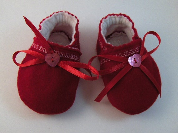 Handmade Red and White Felt Baby Shoes Made of Soft Felt with Bow and Heart Shape Button Felt Booties Crib Shoes Felt Christmas Baby Shoes