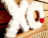 XO Grassy Wedding XO. Photo Prop yarn Wreath.  Wedding, Engagement. Door Decoration.
