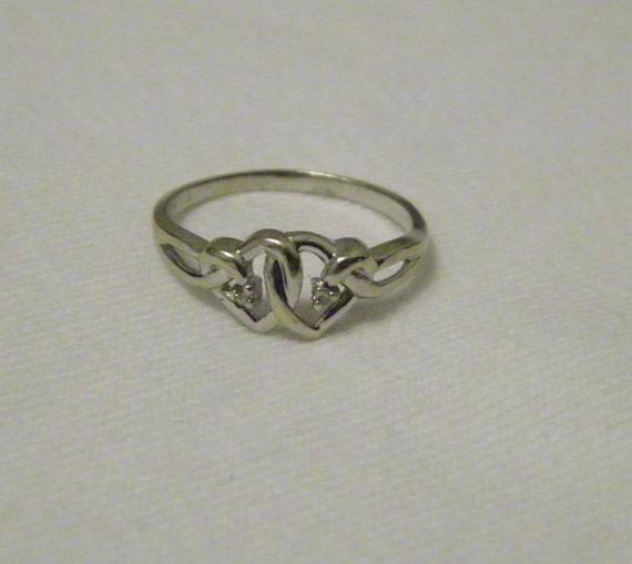 10 000 Up Diamond: 10K White Gold & Diamond Double Heart Ring Size 7.5