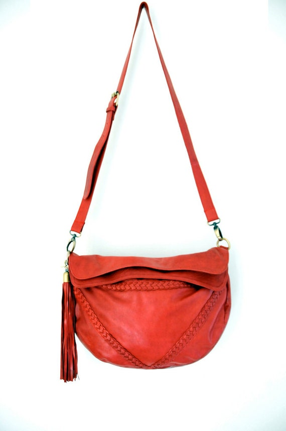 TRIANGULO. Red leather crossbody bag / leather shoulder bag / crossbody purse / red leather purse. Available in different leather colors.