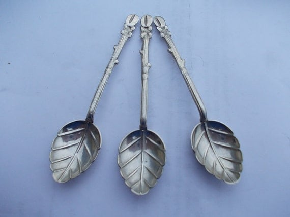 Three Unusual Dainty Identical 1930s El Salvador Solid Silver Spoons, Hallmarked as 900 grade silver