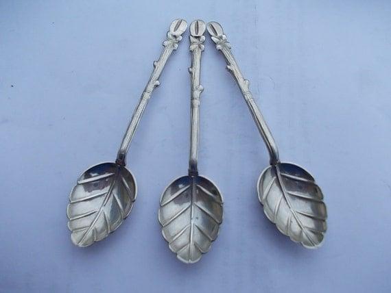 Three Unusual Dainty Identical 1930s El Salvador Solid Silver Spoons, Hallmarked as 900 grade silver