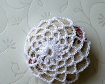 Crochet Button Brooch (Cream)