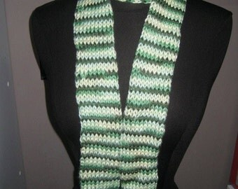 Green & while knit tube scarf