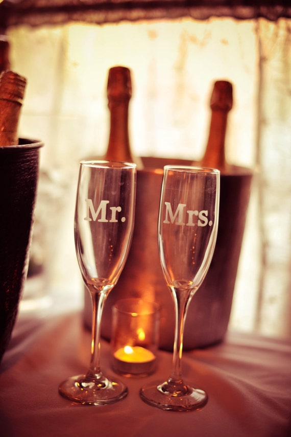 wedding toasting flutes champagne flutes mr mrs personalized