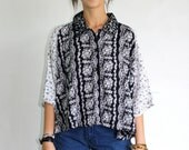 Vintage 90s Black and White Paisley Short Sleeve Button-Up Crop Top / Oversized Floral Cropped Raglan Shirt