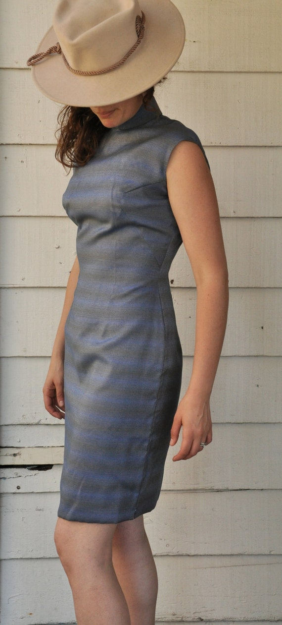 SALE Vintage 1950s 1960s Wiggle Sleeveless Dress Asian Oriental Style size XS - Small