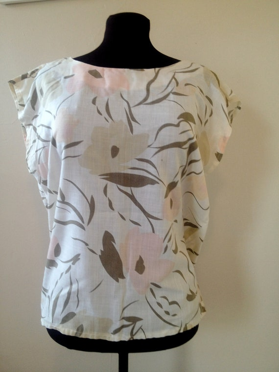 VINTAGE 1980's Women's Muted Floral Print Slit-Sleeve Top