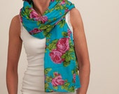 Pink roses on turquoise scarf / pareo