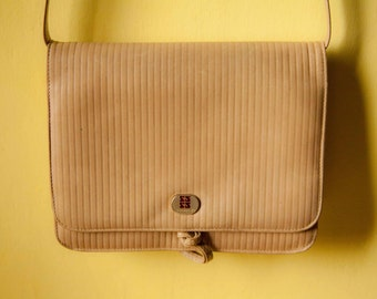 Vintage bag. Tan color. Leather bag. Shoulder bag from Italy