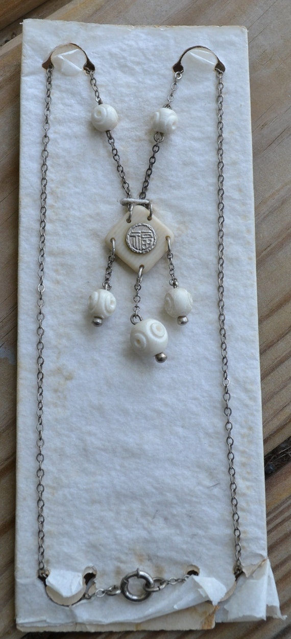 Fabulous NOS art deco celluloid and bone chinese / oriental style ivory lavalier flapper necklace on silver chain with original display card