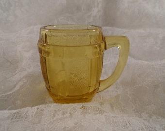 Vintage 40s Golden Amber Glass Toothpick Holder in Beer Barrel Design