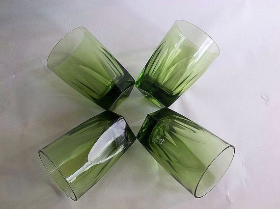Vintage 1970s Retro green glasses, SET of FOUR, drinking glasses, avocado drinking glasses, green drinking glasses