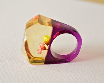 Vintage Lucite  Ring Purple Base and Flowers in Clear Top 1960s