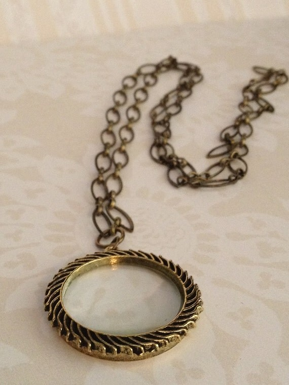 Feathered Magnifying Glass Necklace with Antique Gold Chain