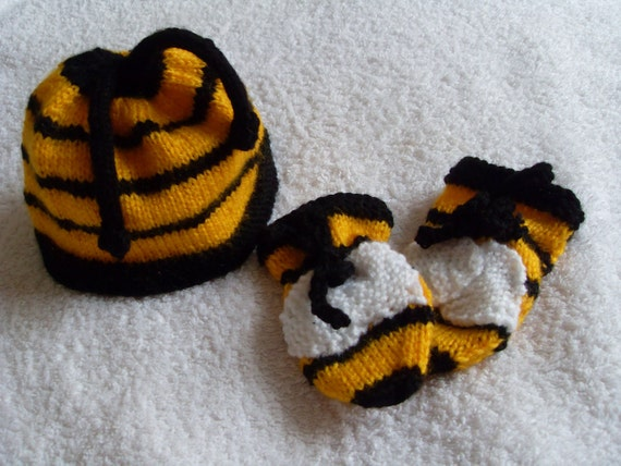 Bumble bee hat and mittens gift set for Unisex babies (to fit approx. 3-6 months) Hand knitted