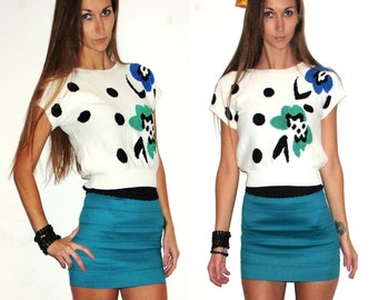 80's White Crop Top, Short Sweater with Short Sleeves, Cropped Polka Dot Sweater with Abstract Dog Print // Small Sweater