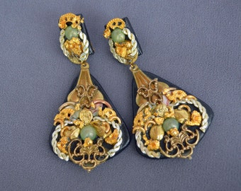 Astonishing VINTAGE Earrings Dangle Rennaissance 1960's Clip