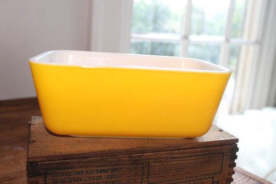 Vintage Pyrex Yellow Refrigerator Dish from Daisy Set 1960s
