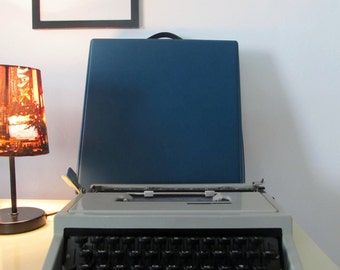 Vintage Manual Typewriter Olivetti Dora Manual  with Case