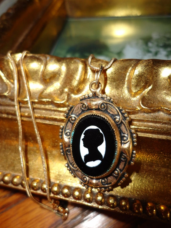 10% discount Antique  Repousee Stamped Black and White Silhouette Cameo Pendant 18KT Goldfilled  Chain