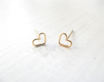 Tiny heart gold earrings, heart stud earrings, small post earrings gold, minimalist earrings, simple, everyday jewelry, heart earrings