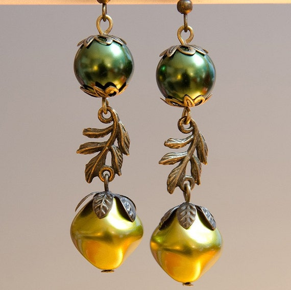 Pearl Drop Earrings, Vintage Style, Green Yellow Pearl