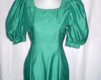 Sale GREEN WITH ENVY  Stunning Vintage Floor Length Dress