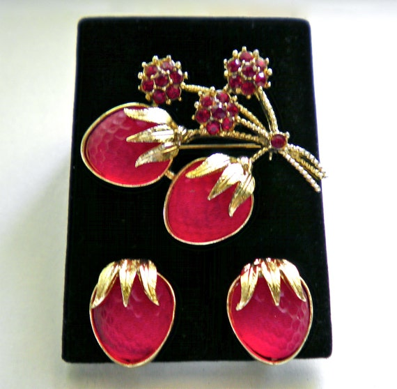 RESERVED Signed SARAH COV glass Strawberry Festival Brooch Pin & Earrings Set