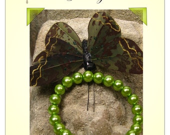 Giddy In Green Bracelet, these bright lime green pearls will accentuate that bubbly outfit perfectly