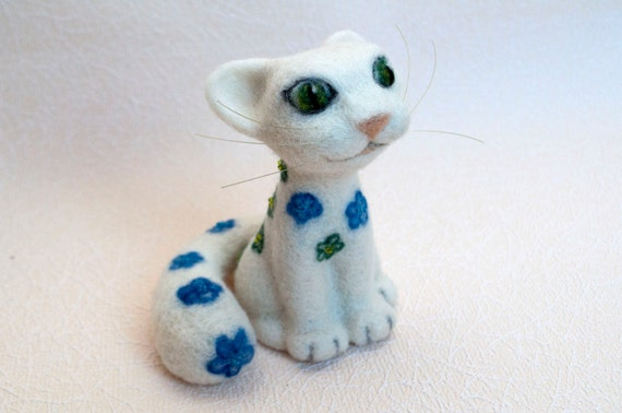 Needle felted cat, cat which looked at the king, white blue green