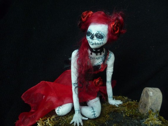 "Gothic OOAK Sculptur ""Lady in Red"""