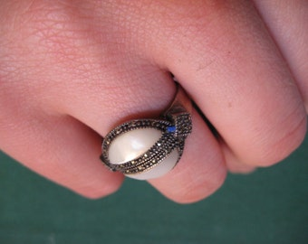Beautiful Deco Silver Ring Creamy White Stone