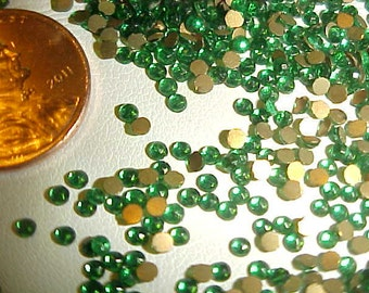 1000 Vintage Glass Emerald Rose Cut 2mm. Round Cabochons E16