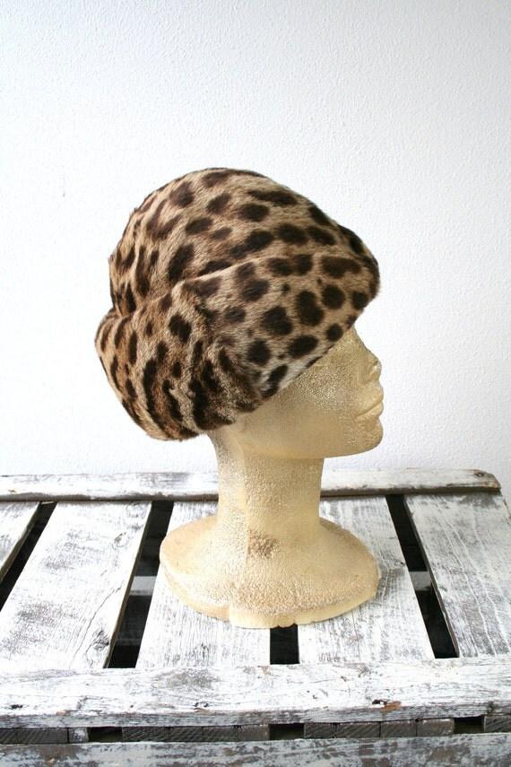 "RESERVED Leopard print fur hat, beret style fur hat, vintage fur hat in brown tones, size 23"" (58cm), womens winter fur fashion"