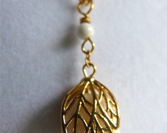 Island White Round Jewel with Golden Filigree Cap Pendant Necklace.  100.