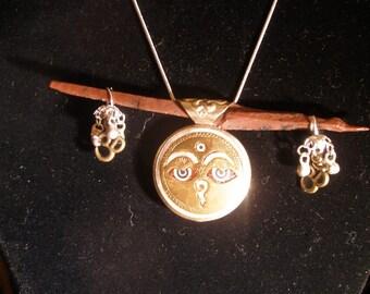 Om amulet necklace eyes of Buddha obsidian needle -  protection peace perception  etsyBuddhists OlympiaEtsy WWWG FunkyAltrernativeJewelry