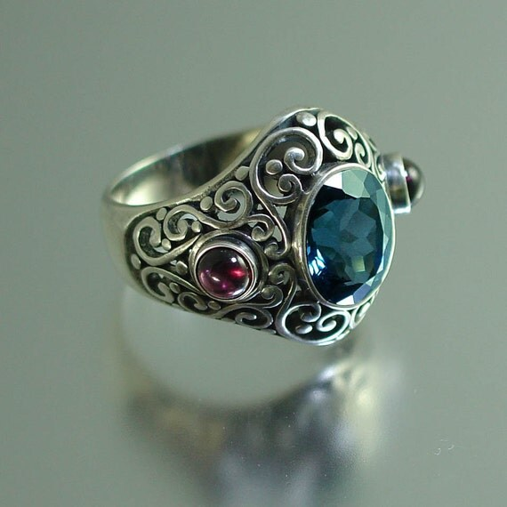 SOGDIANA silver ring with London Blue Topaz and Garnet