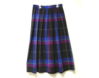 "Russ . vintage plaid wool pleated skirt . waist: 28.5"" . made in USA"