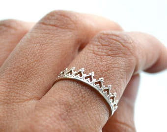 No crown , No queen ring. silver band. wedding ring. engagement band. Crown sterling